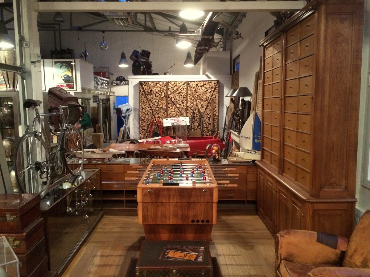 American Retail Dusseldorf Vintage Heritage Items For Sale Rent